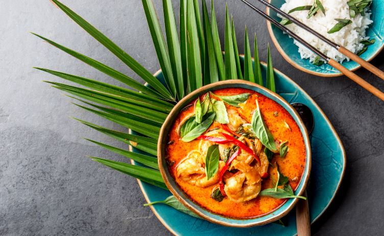 WHAT'S COOKING | CHICKEN AND PRAWN CURRY